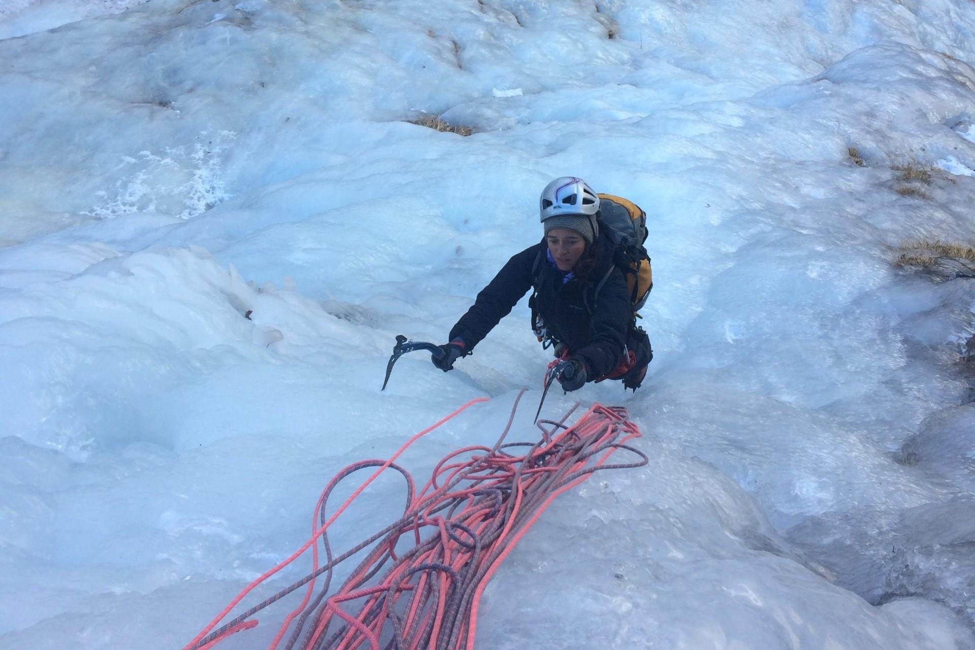 cascade de glace initiation journée avec cécile dans la vallée de Freissiniière dans les Hautes Alpes