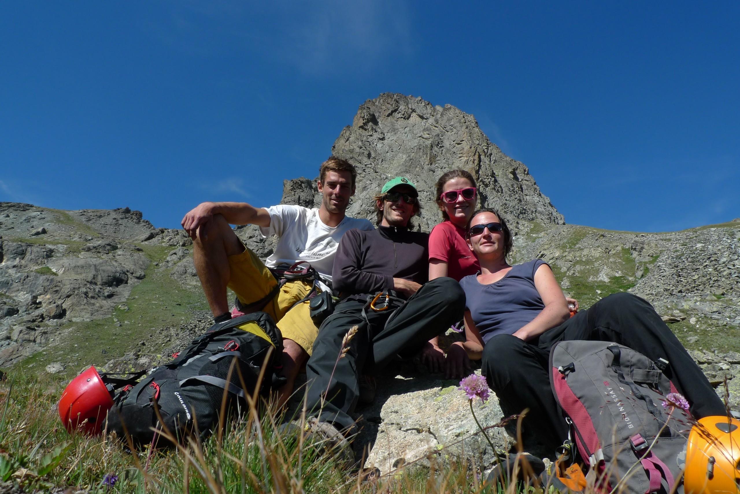 Stage escalade Hautes-Alpes initiation Queyras, le groupe sous le Rouchon