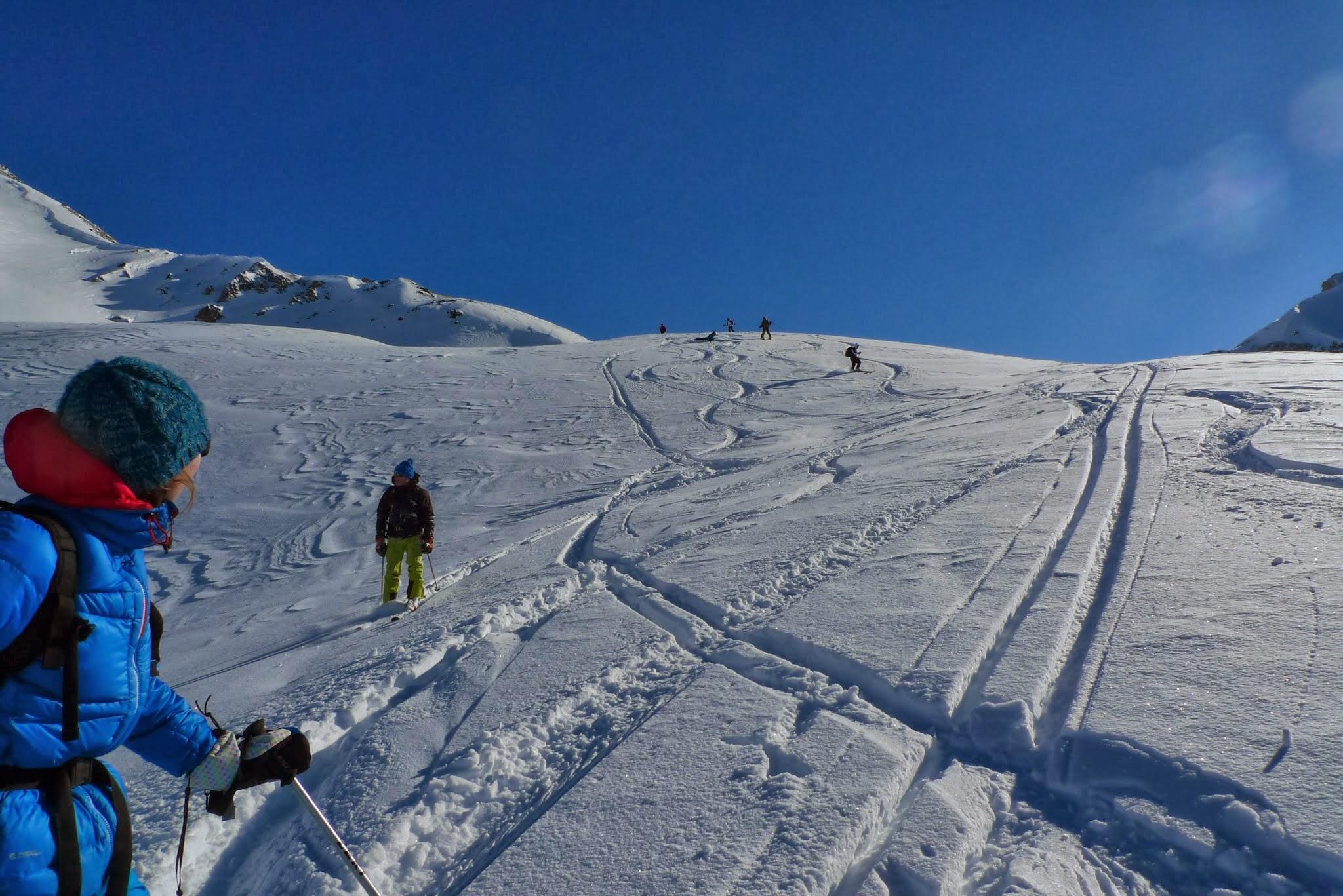 Une descente hors piste durant une demi-journée initiation aux hors piste dans le Queyras à Molines.