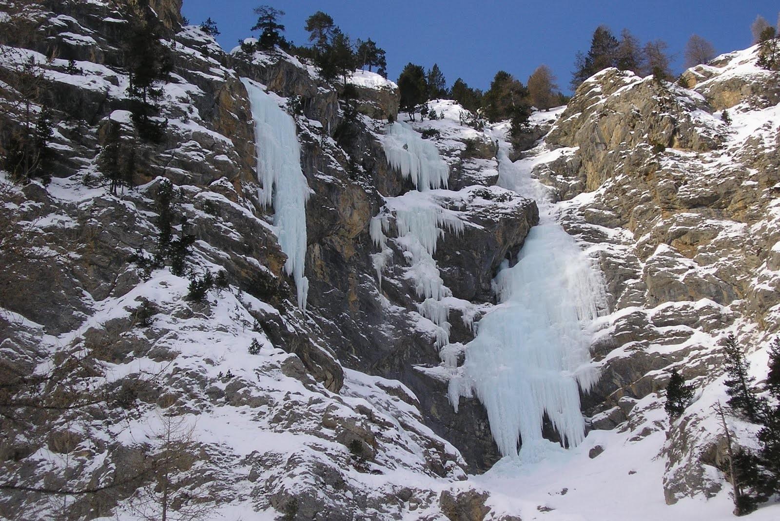 Les cascades de glace du val d'escreins sur la route de Vars.