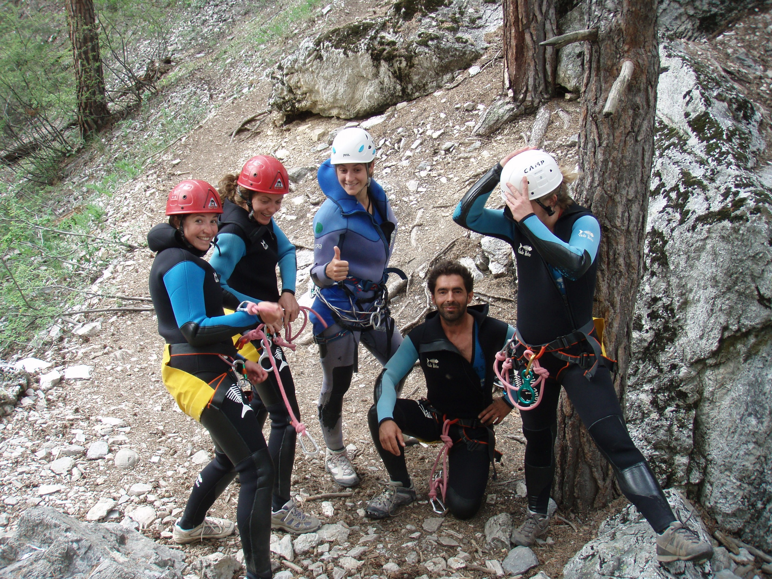 Entre amis avant d'attaquer les rappels du canyon des Acles autour de Briançon