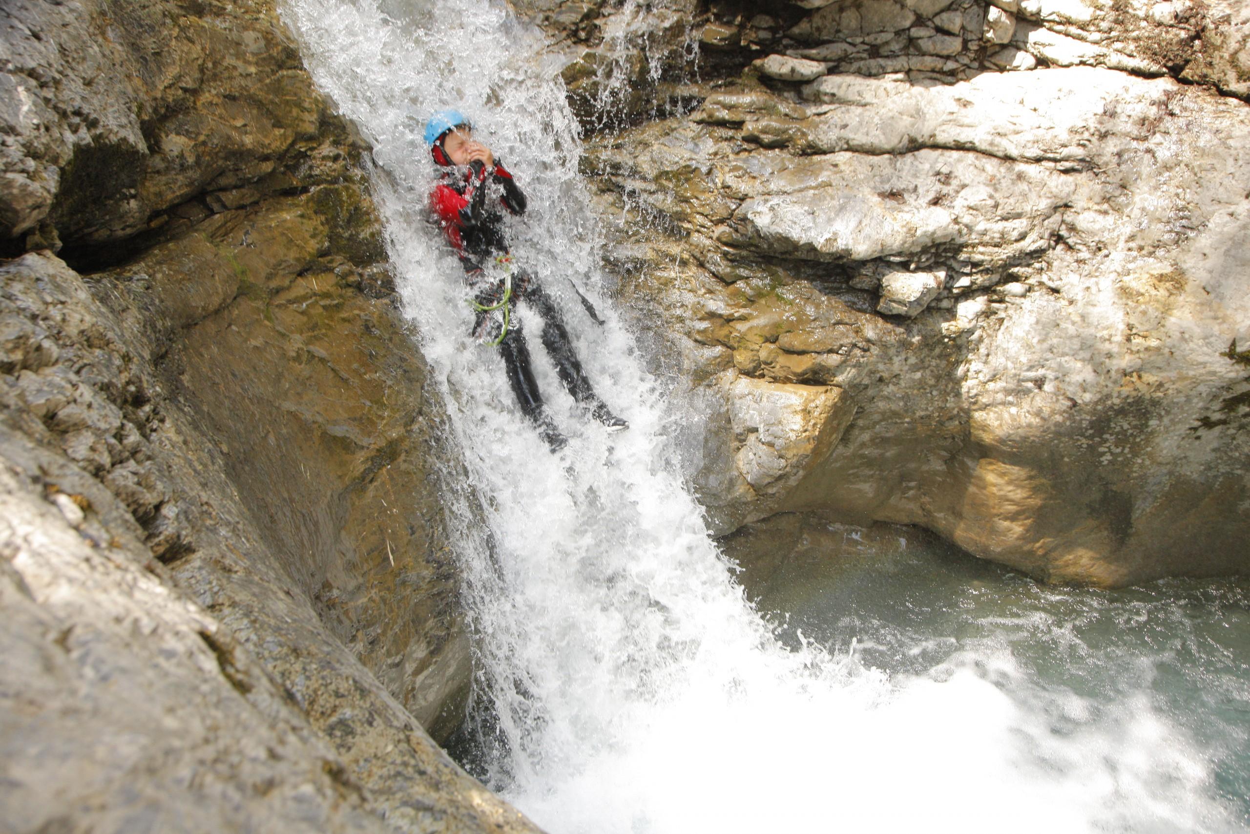 Tobbogan aquatique dans le Canyon du Fournel dans les Hautes-Alpes