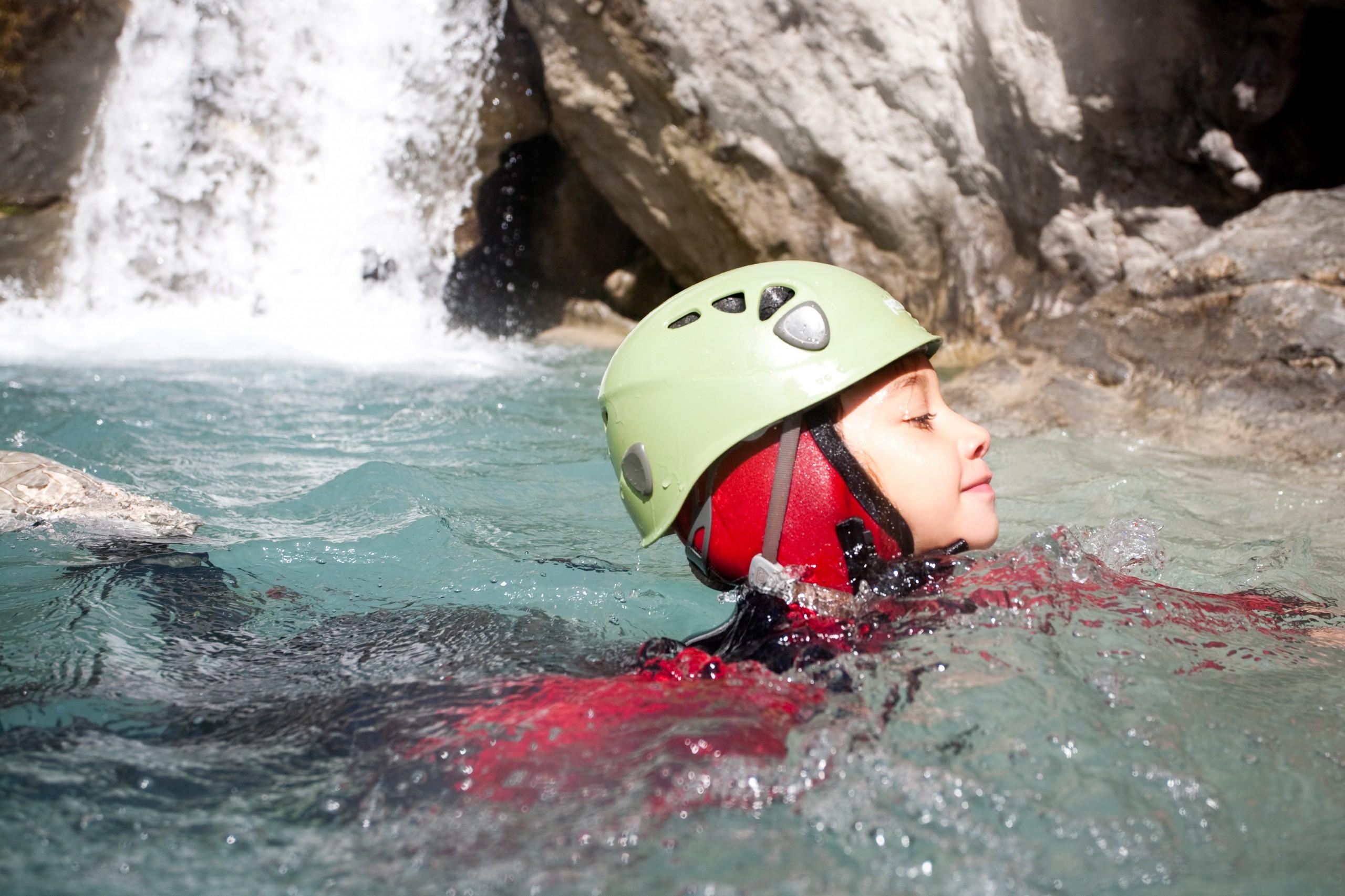 Détente dans l'eau dans le canyon du Couleau