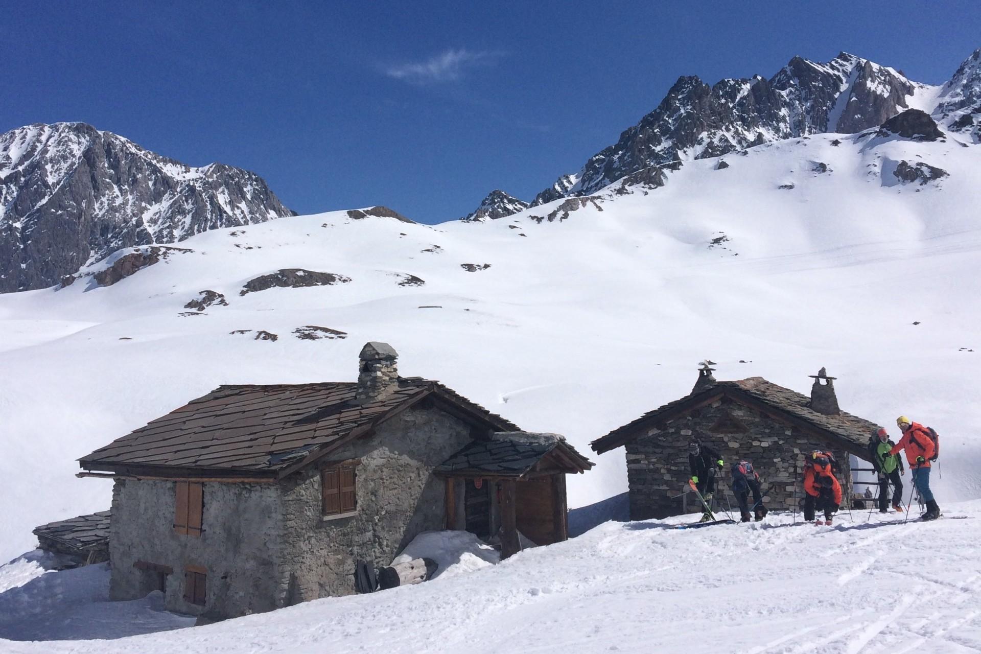 Un refuge sur le tour du Thabor en raid à ski dans le massif des Cerces
