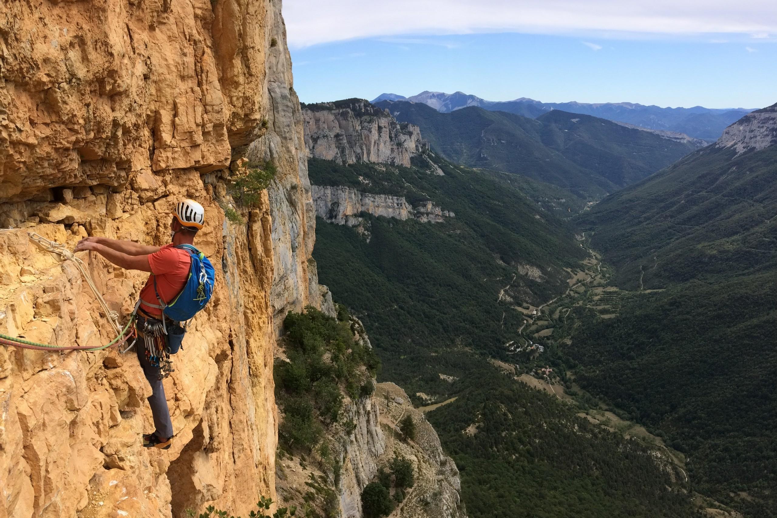 traversée de la fameuse longueur de la paroi rouge au rocher d'Archiane duranty un stage grande voie dans la Drôme.