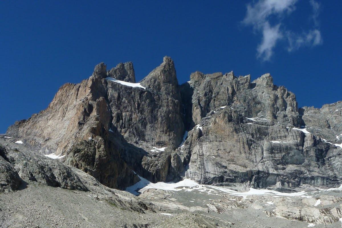Au pied de la face sud de la meije, avant d'atteindre le refuge du promontoire.