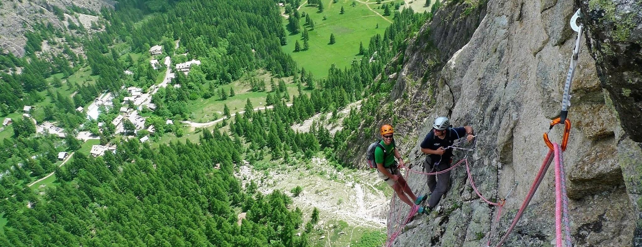 Alpinisme, grande voie, canyoning dans les Hautes Alpes, les Écrins et le Queyras l'été!