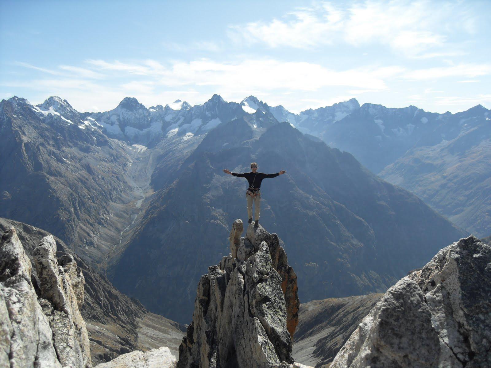 Le guide de haute montagne au sommet de la Dibona