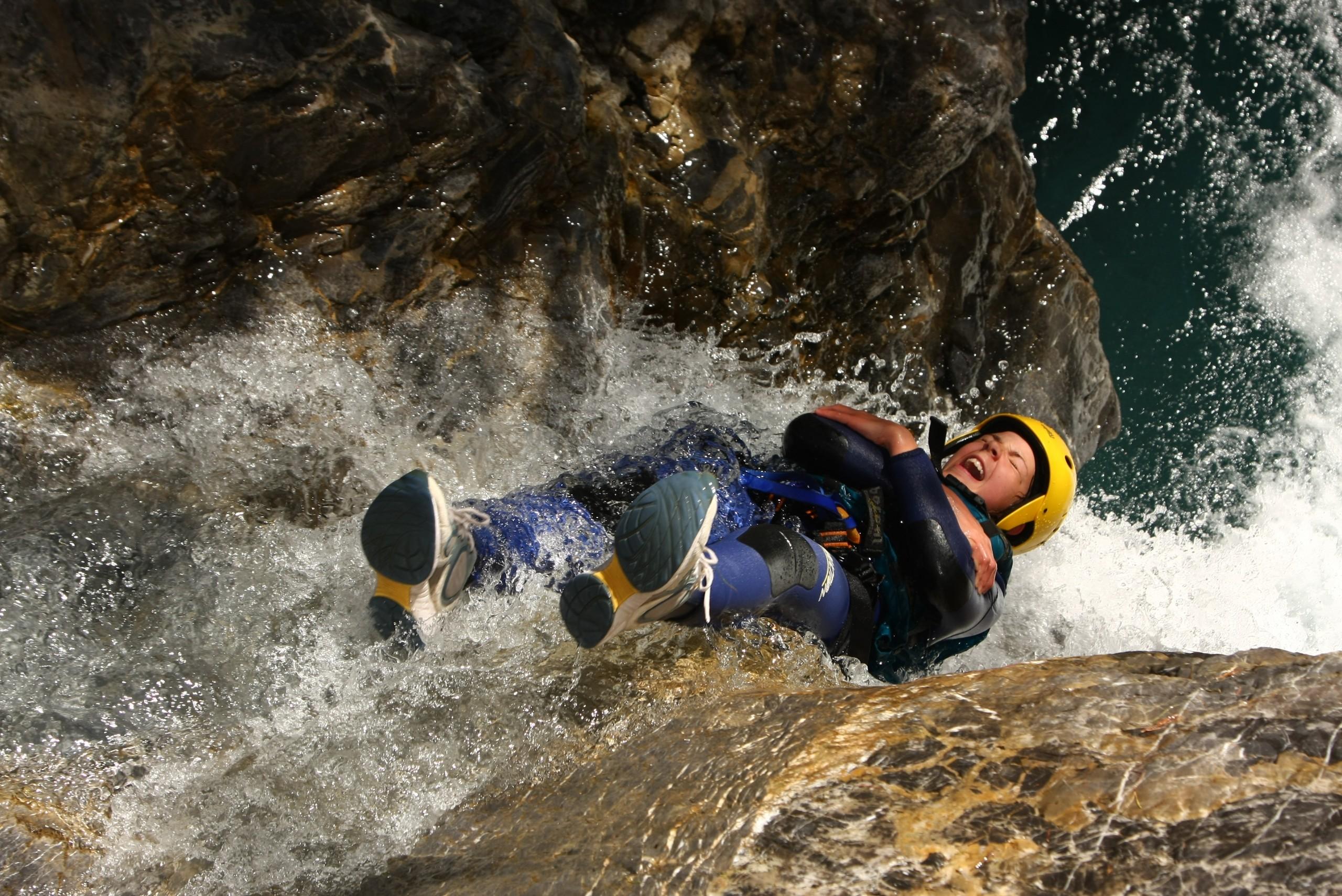 Toboggan à l'envers dans le canyon du Fournel dans des Hautes-Alpes