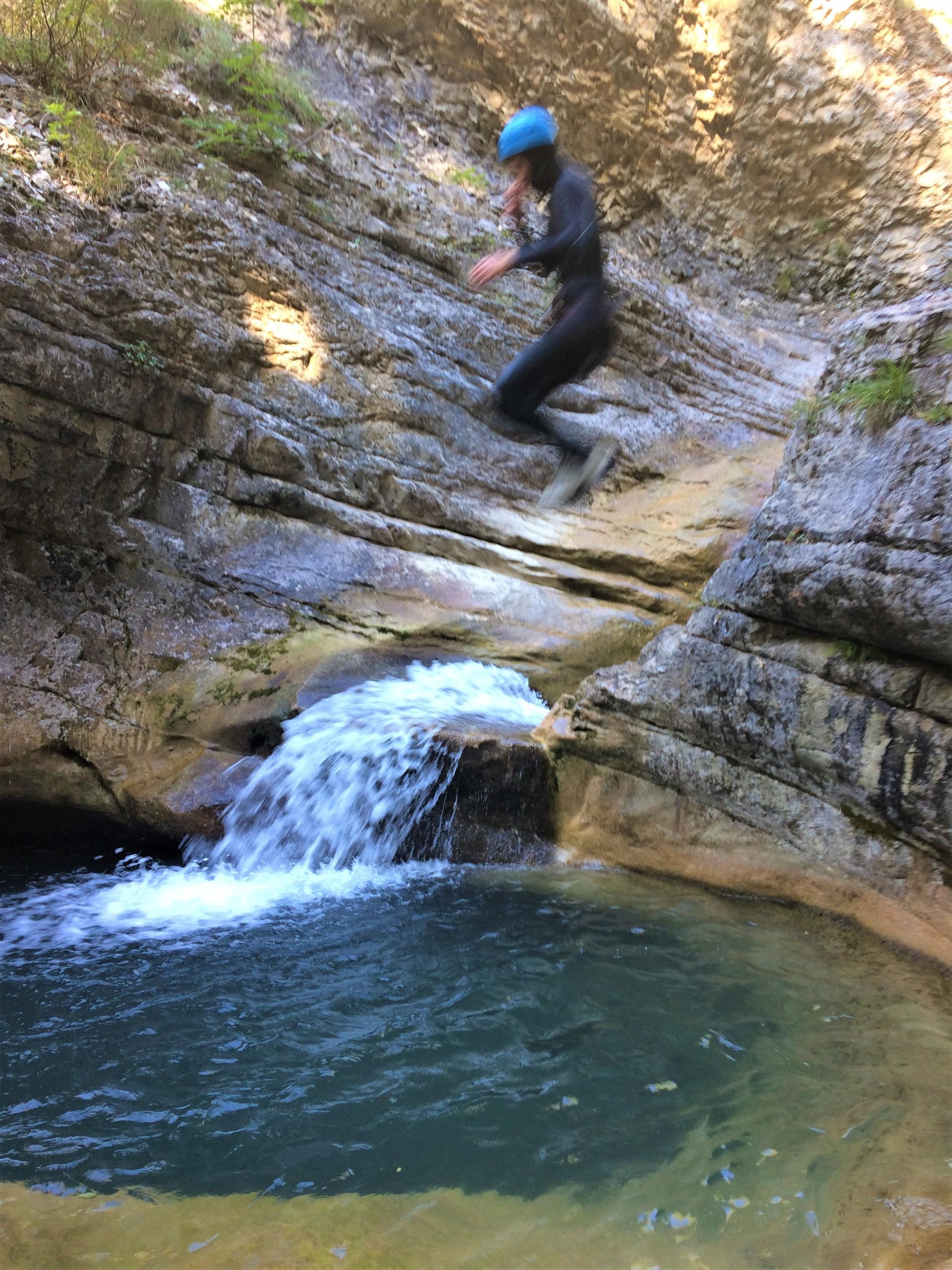 Saut dans le canyon de Rabou