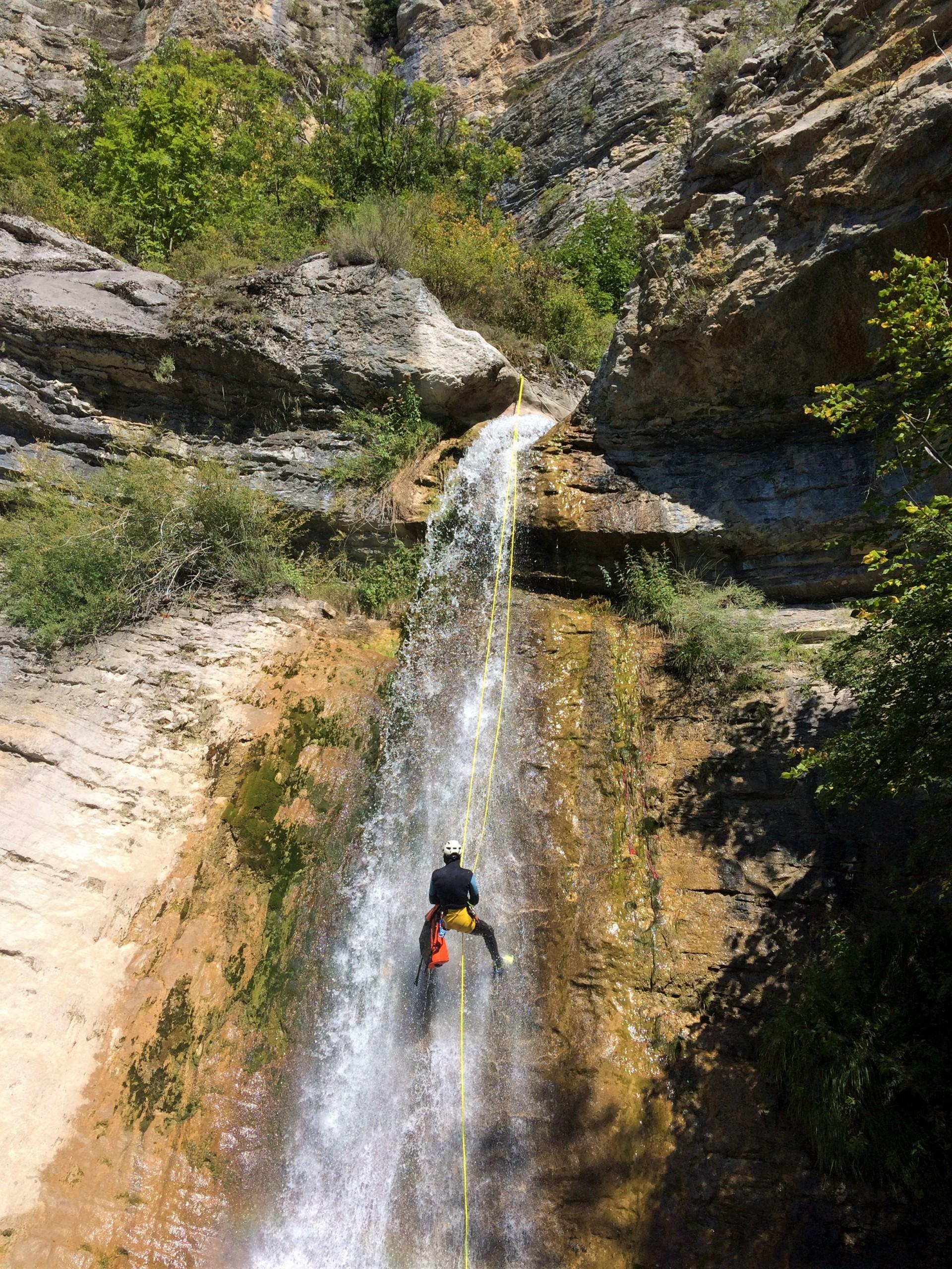 Rappel dans le canyon de Rabou