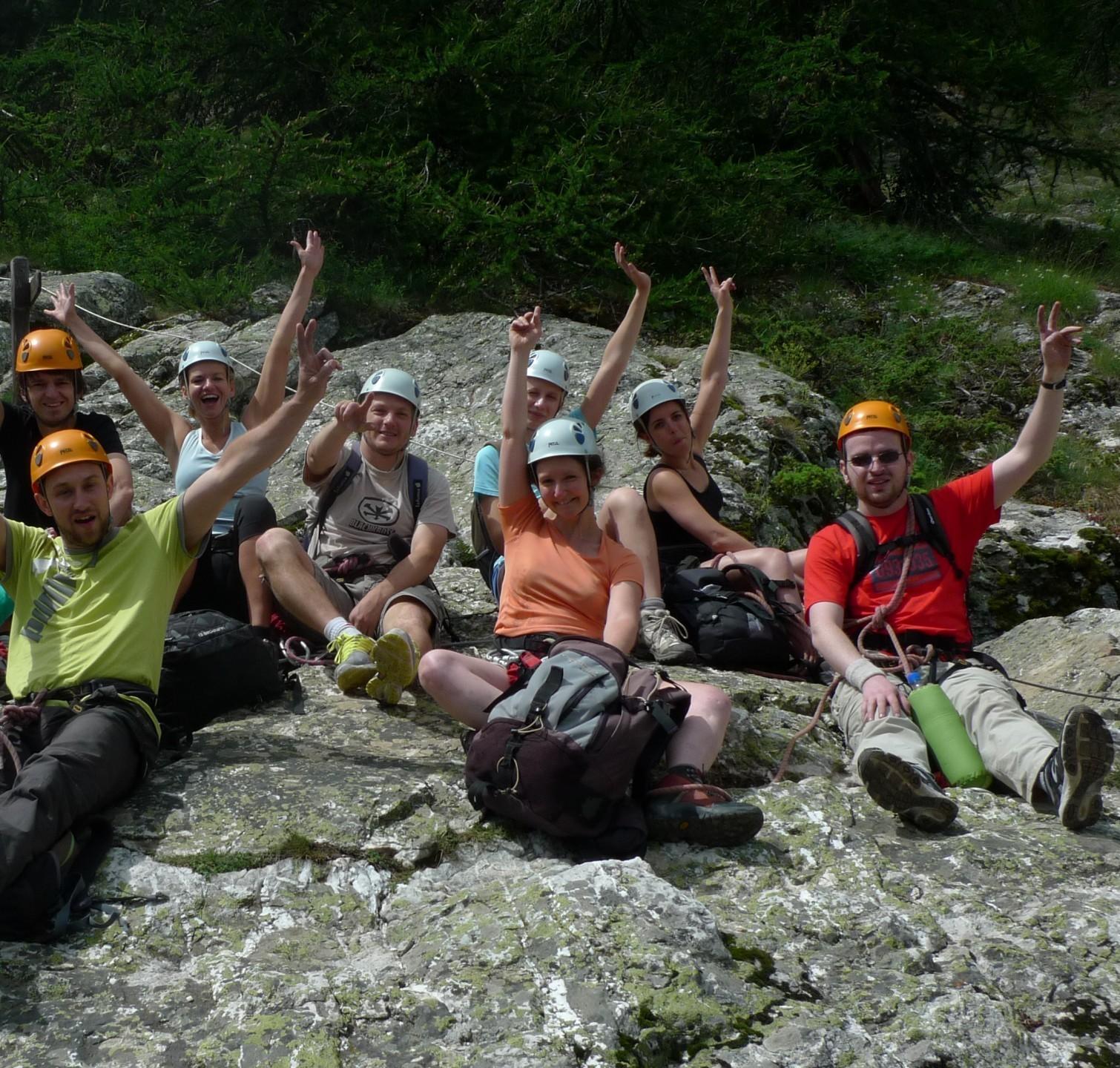 le groupe au top après une via ferrata durant le stage grande voie multi-activités