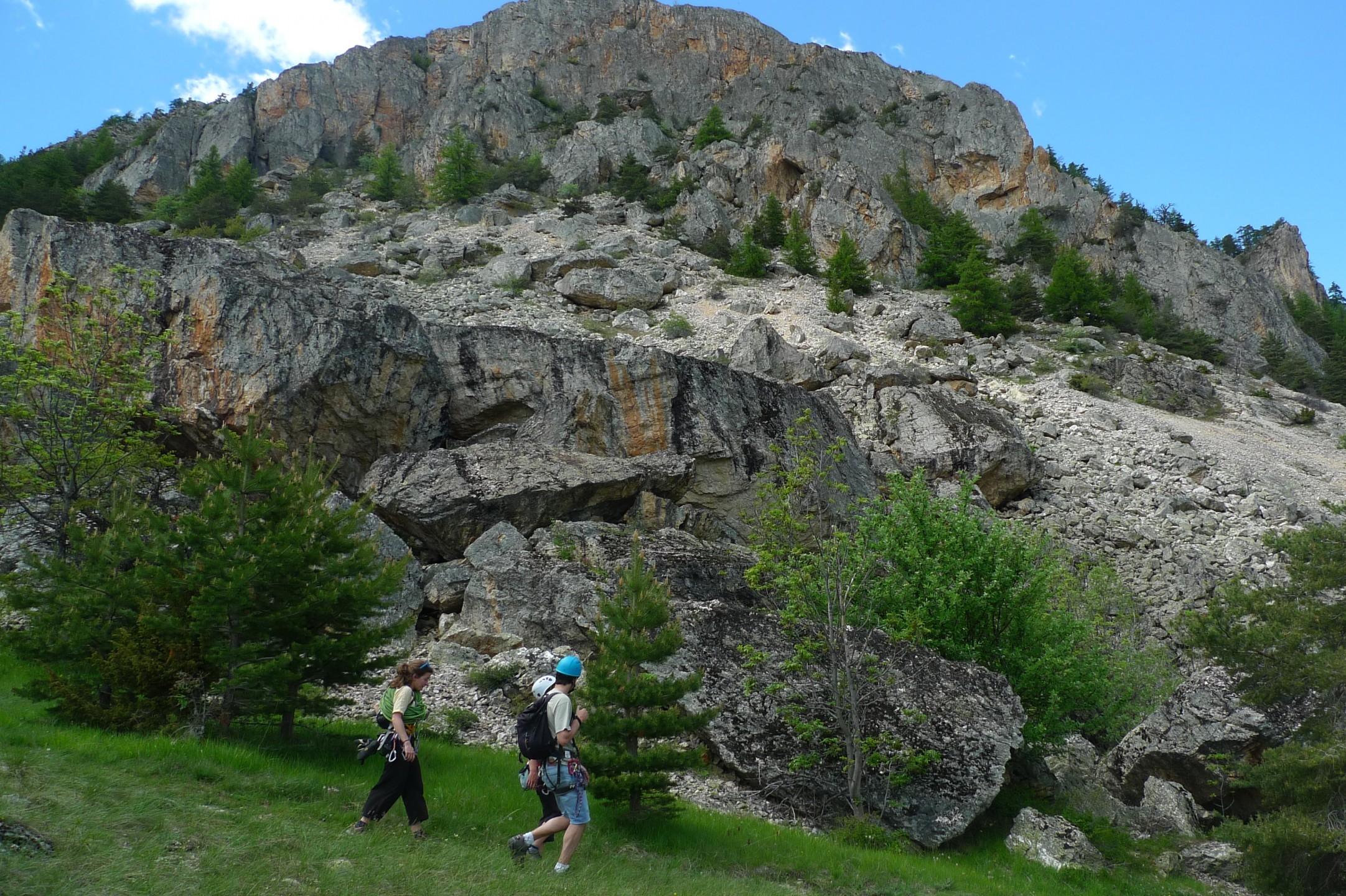 léperon de Bouchier se dessine , une escalade intéressante pour se former au terrain d aventure