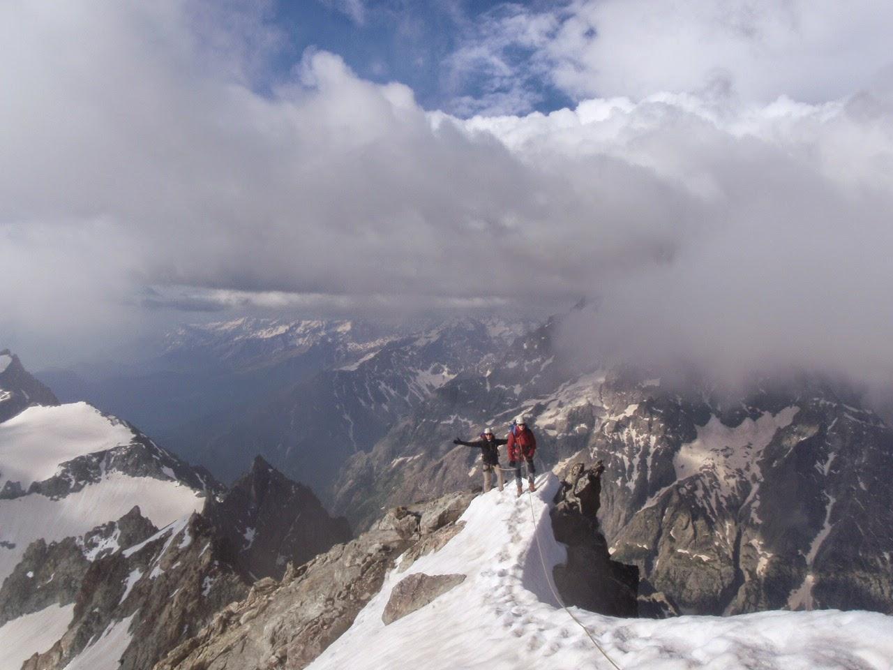 Ascension d'une course en montagne des Agneaux dans les Écrins en alpinisme