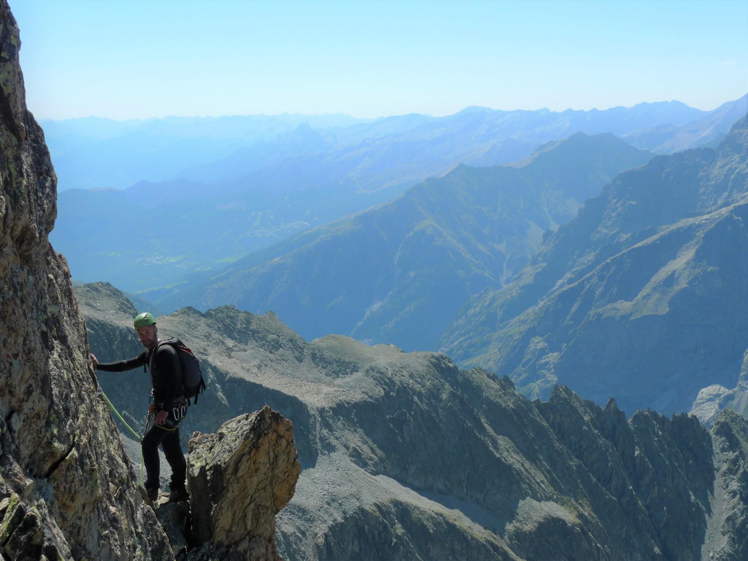 Un alpinisme sur la Pointe des Cinéastes au dessus du Près de Madame Carle dans les Écrins