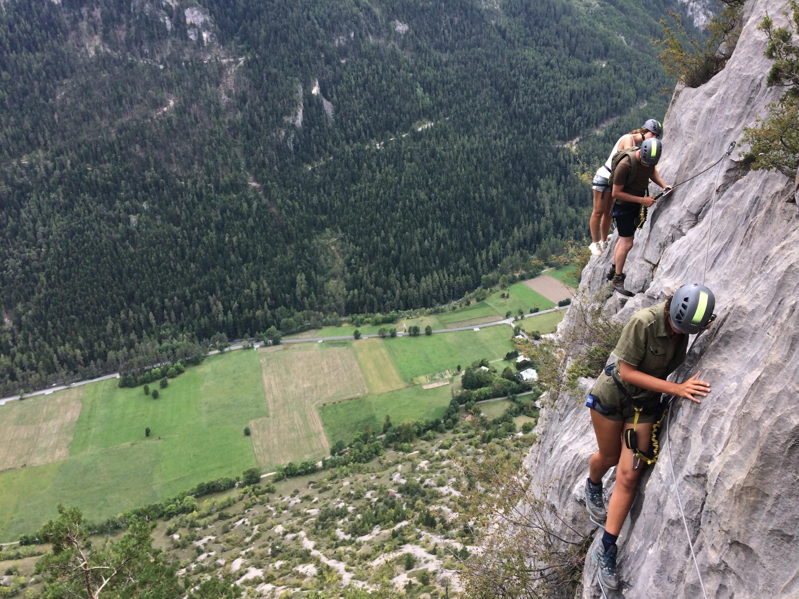 via ferrata plein gaz dans les Hautes Alpes au pied des Écrins