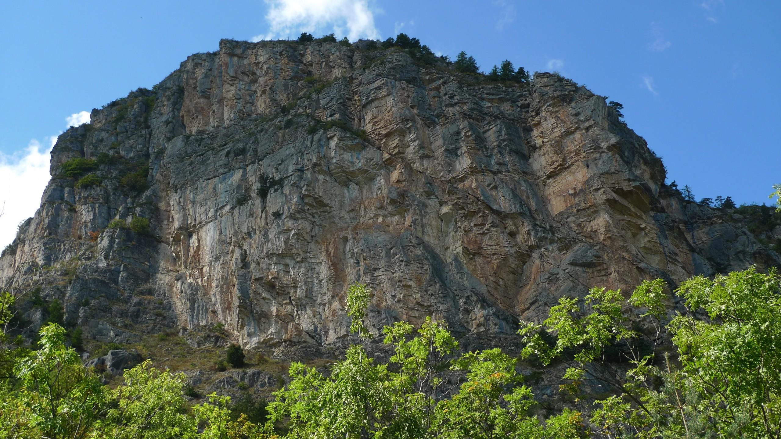 La falaise du Ponteil vu du chemin