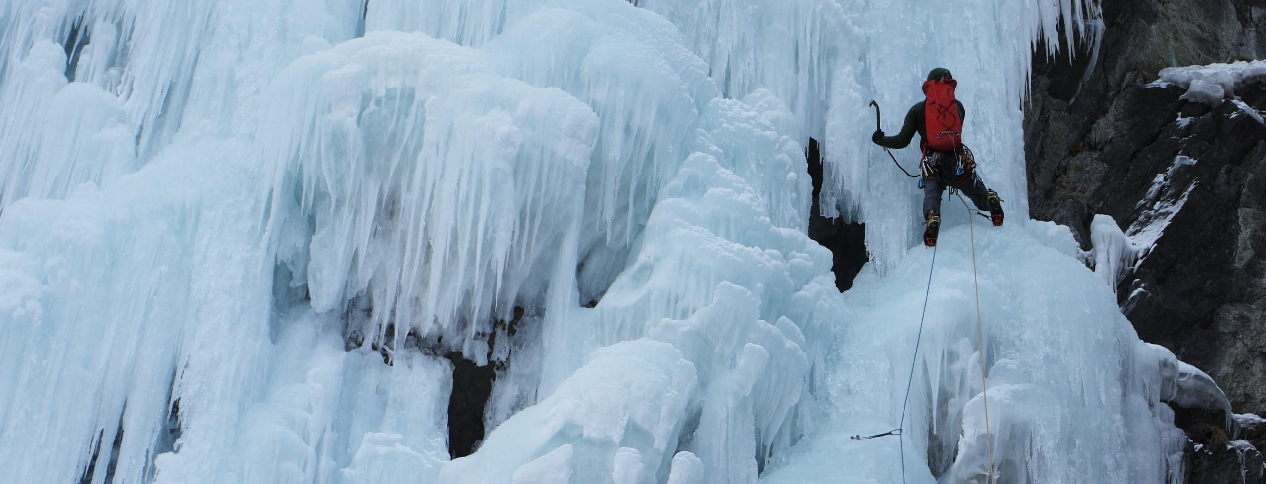 Cascade de glace dans les Hautes-Alpes, Fournel, Freissinière, Queyras