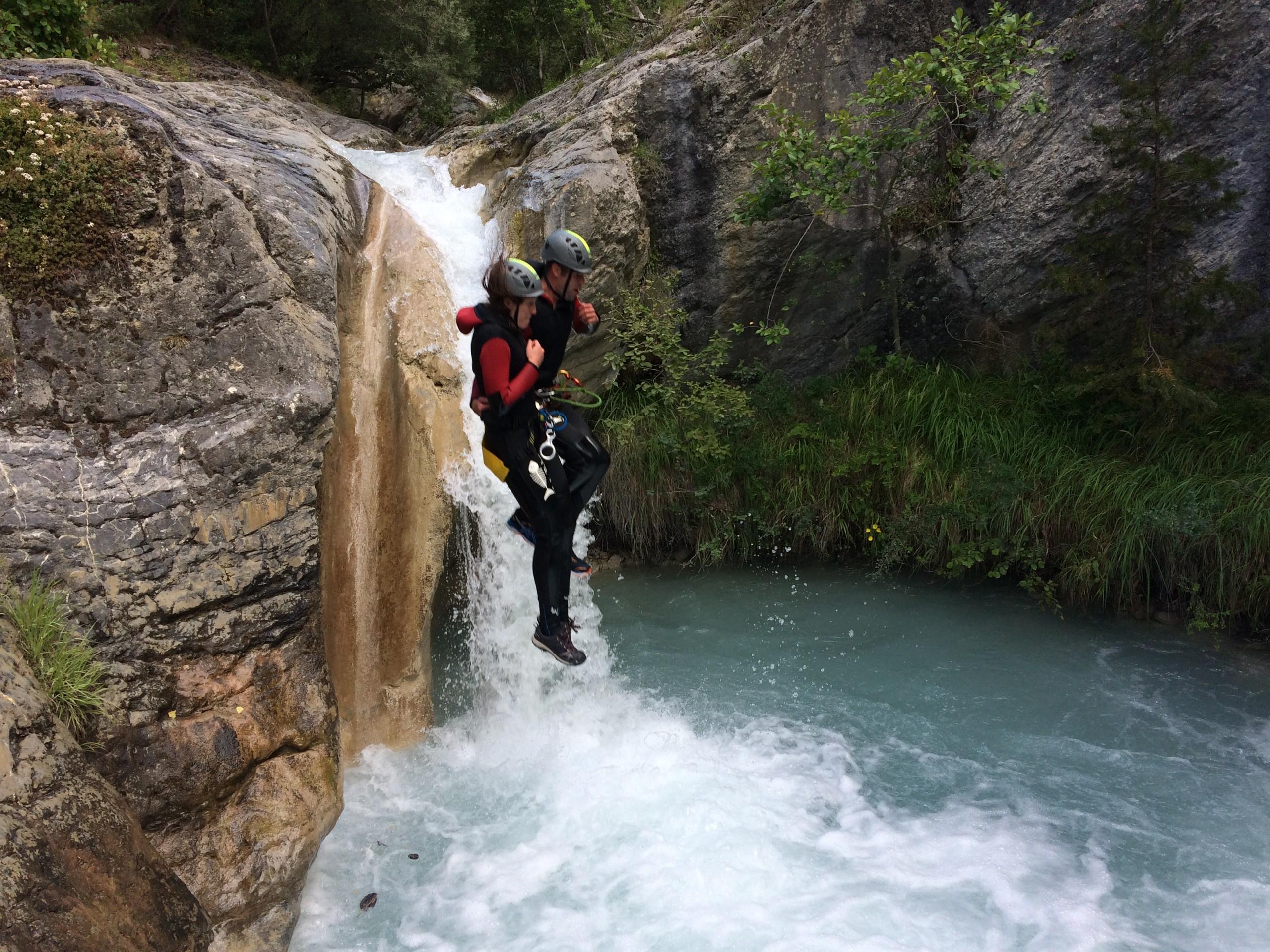 Saut dans le canyon de la Blache