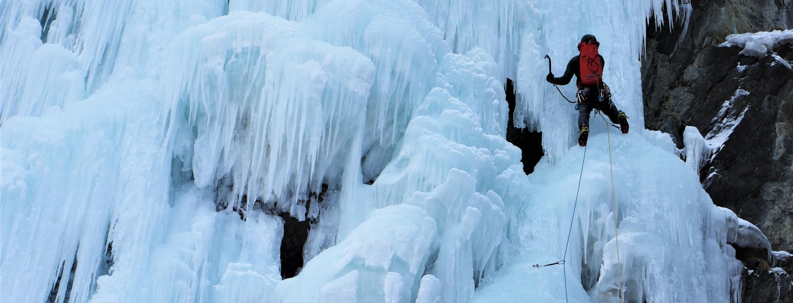 Cascade de glace dans le Queyras.