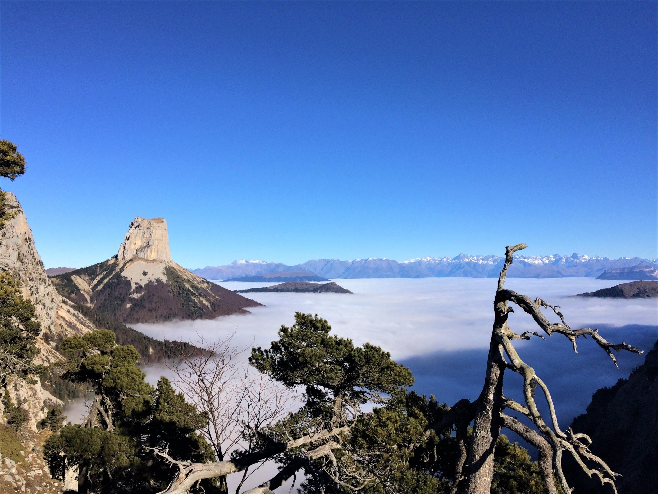 Le mont aiguille au dessus de la mère de nuage